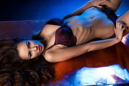 Servicios de Escorts - Servicio de Striptease con Escort - Agencia de Escorts Lola Martí
