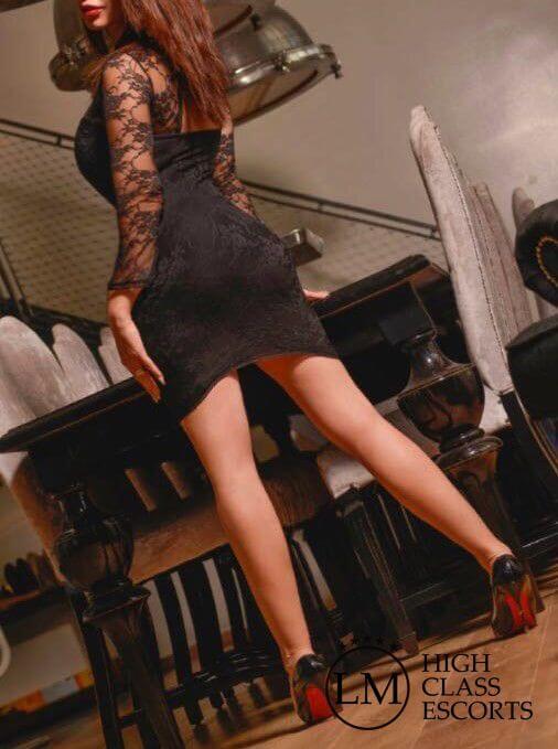Carmen Escort en Barcelona – Acompañante de lujo en Barcelona – Agencia de Escorts Lola Marti